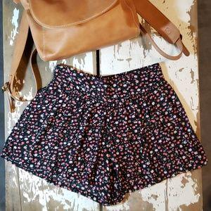 Sans Souci Pleated Flowing Floral Pattern Shorts